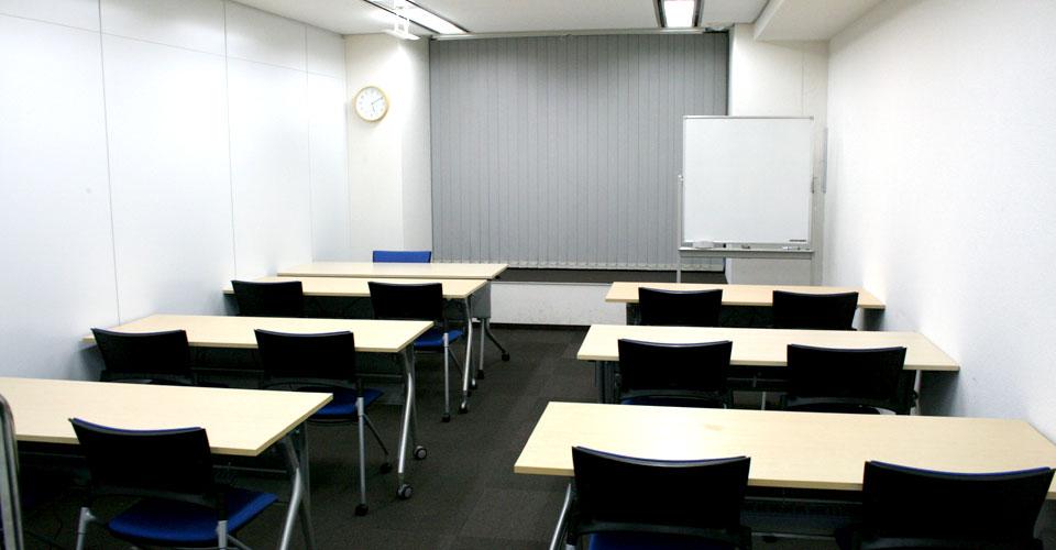 Cルーム 会議室形式